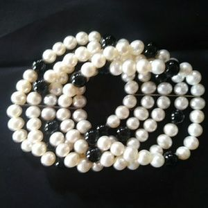 5 STRAND PEARL BLACK AND WHITE PEARL BRACELET